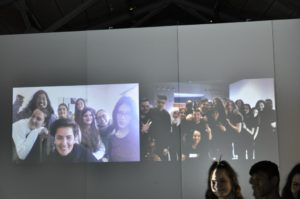 Gruppenbild auf der Museumswand zum Abschied